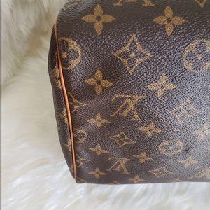 Louis Vuitton Bags - Authentic Louis Vuitton speedy 40 like new